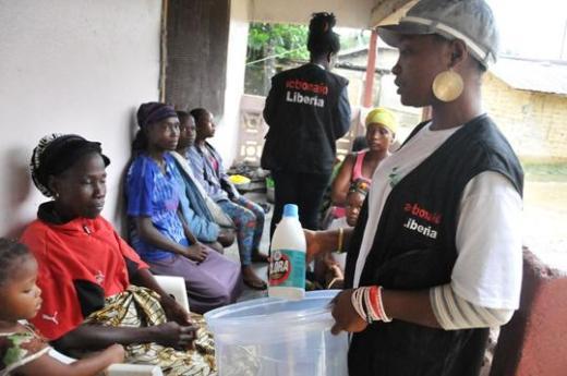Ebola come aiutare