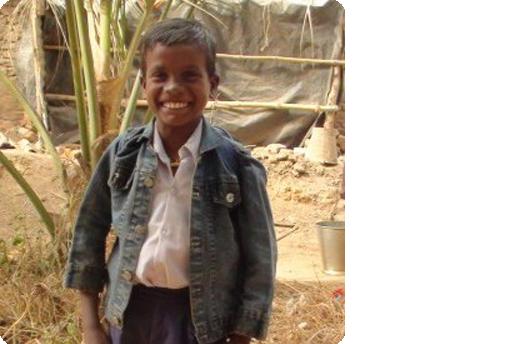 storie di adozioni a distanza: Santosh
